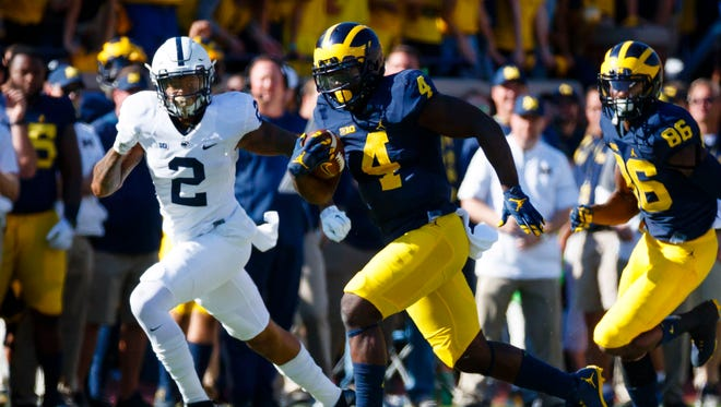 Michigan running back De'Veon Smith is averaging 6.6 yards a carry.