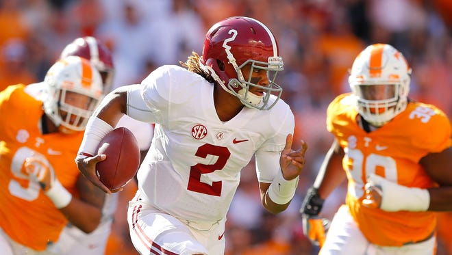 Jalen Hurts of the Alabama Crimson Tide rushes against the Tennessee Volunteers at Neyland Stadium on Oct. 15, 2016 in Knoxville, Tennessee.