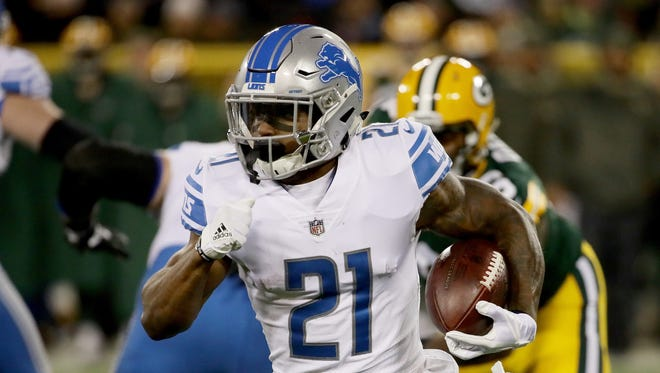 Lions running back Ameer Abdullah carries the ball in the first quarter against the Packers at Lambeau Field on Monday, Nov. 6, 2017 in Green Bay.