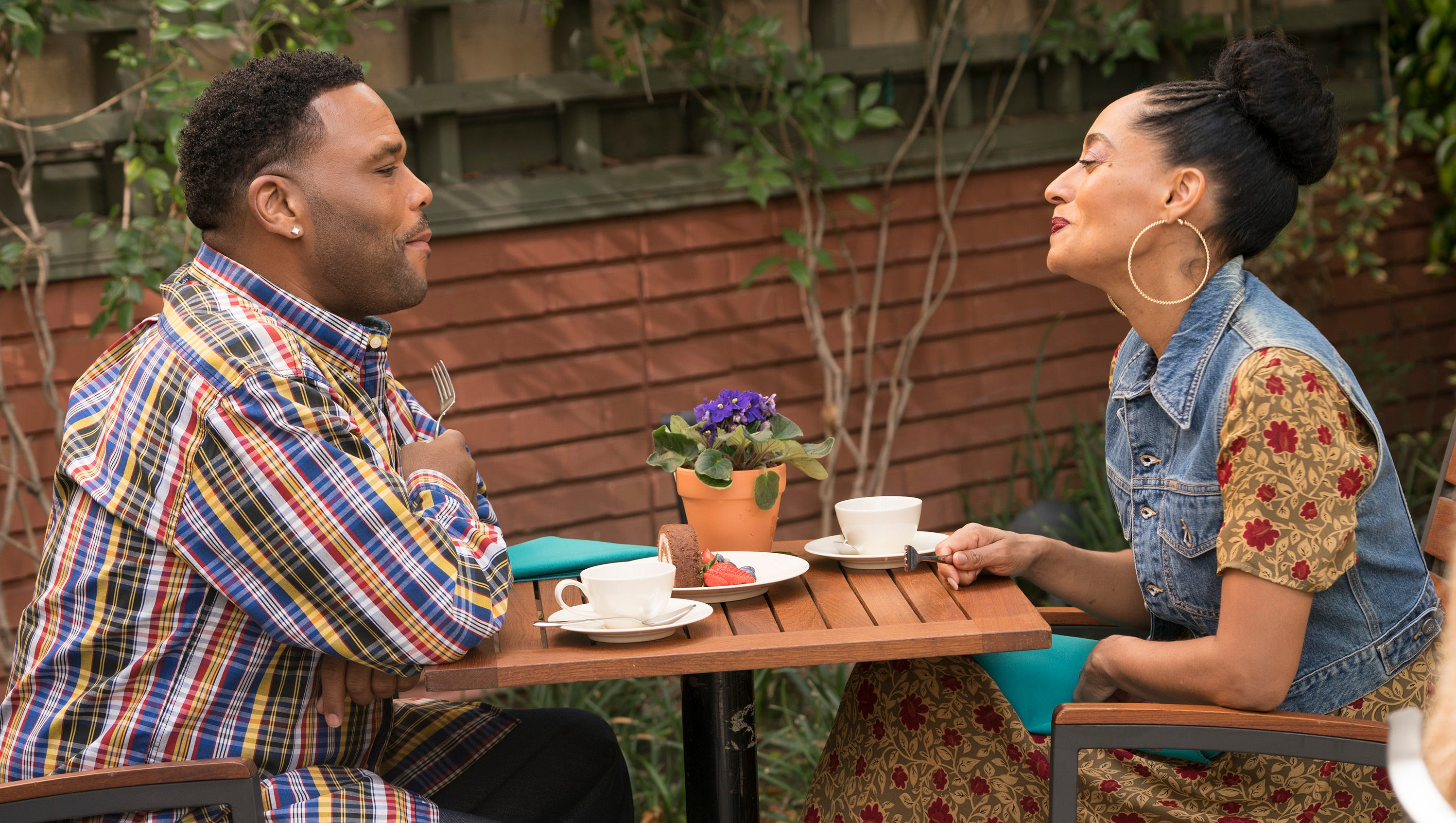 Black Ish Season Finale Recap Does Dre And Bow S Marriage