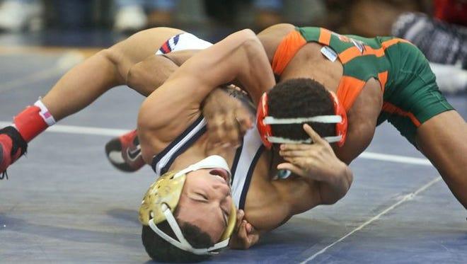 East Ramapo's Trey Wardlaw defeated Yonkers' Justin Lopez at the Kohl Invitational.