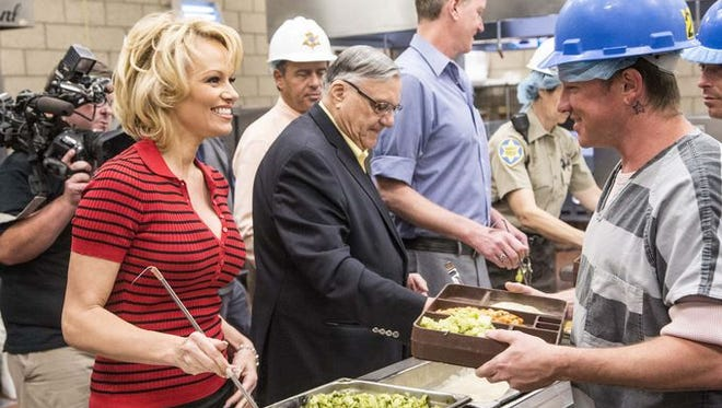 Pamela Anderson and Sheriff Joe Arpaio serving a vegetarian lunch to inmates.