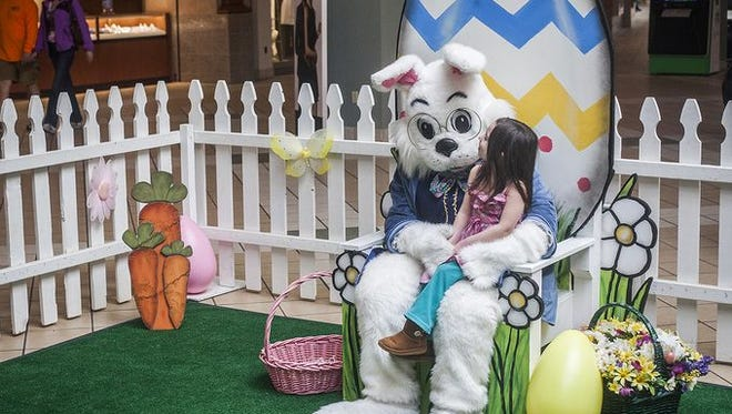 Easter Bunny visits Muncie Mall