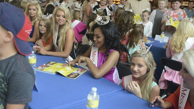 Miss Tennessee 2016 contestants signed autographs Sunday at Old Hickory Mall.