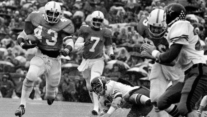 Mike Gayles runs against Vanderbilt in a 1974 tie.
