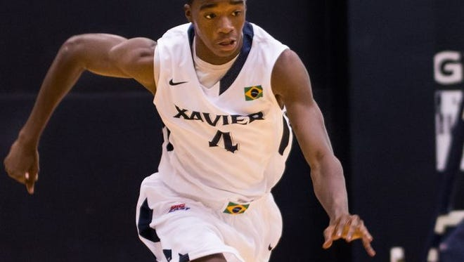 Edmond Sumner made his first appearance in a Xavier game Monday after contending with tendinitis in his knees.