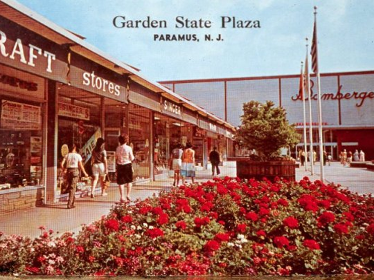 Undated: Bambergers at Garden State Plaza.