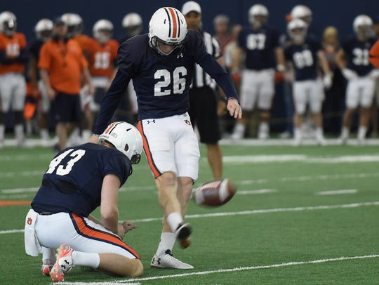 Anders Carlson before his 62-yard field goal at Auburn