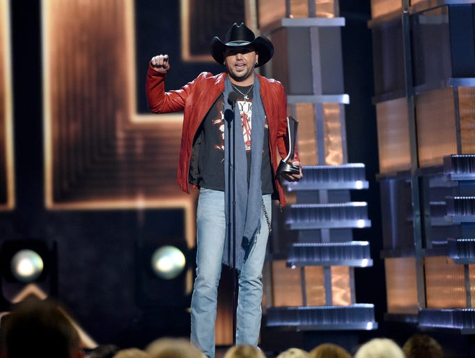 Jason Aldean accepts the award for entertainer of the
