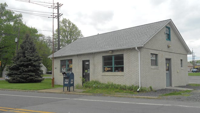This 800-square-foot office building could be a great place to start a new buisiness on Route 27 in the Franklin Park section of Franklin (Somerset County).