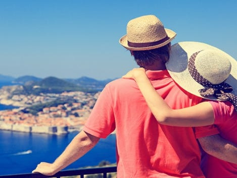 Make your travel planning stress free this Spring. Find the perfect person for the task on Moonlighting.