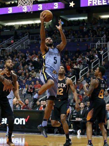 Memphis Grizzlies guard Andrew Harrison (5) drives