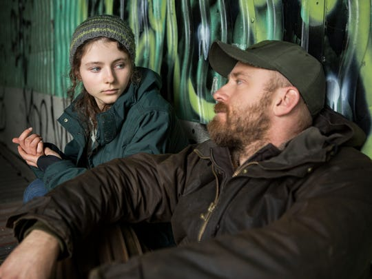 Tom (Thomasin McKenzie, left) lives on the fringes of society with her military vet dad, Will (Ben Foster), who wants to protect his daughter from the digital world and material objects.