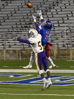 Woodlawn's Larry Moton goes high for a touchdown catch against Benton's Jayree Anderson at Shreveport's Independence Stadium.