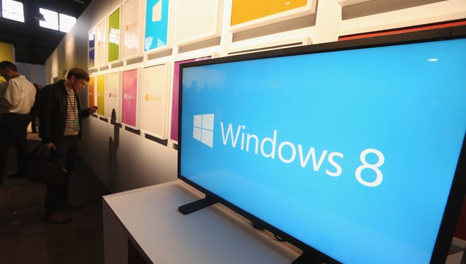 A screen displays the logo of the Microsoft Windows 8 operating system.