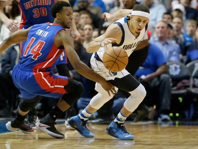 Dallas Mavericks guard Seth Curry (30) steals the ball