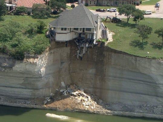 AP_Texas_House_Cliff