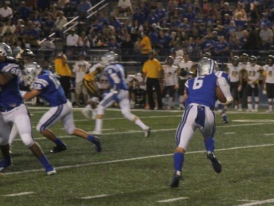 Senior quarterback Jaykan Willis runs the ball against