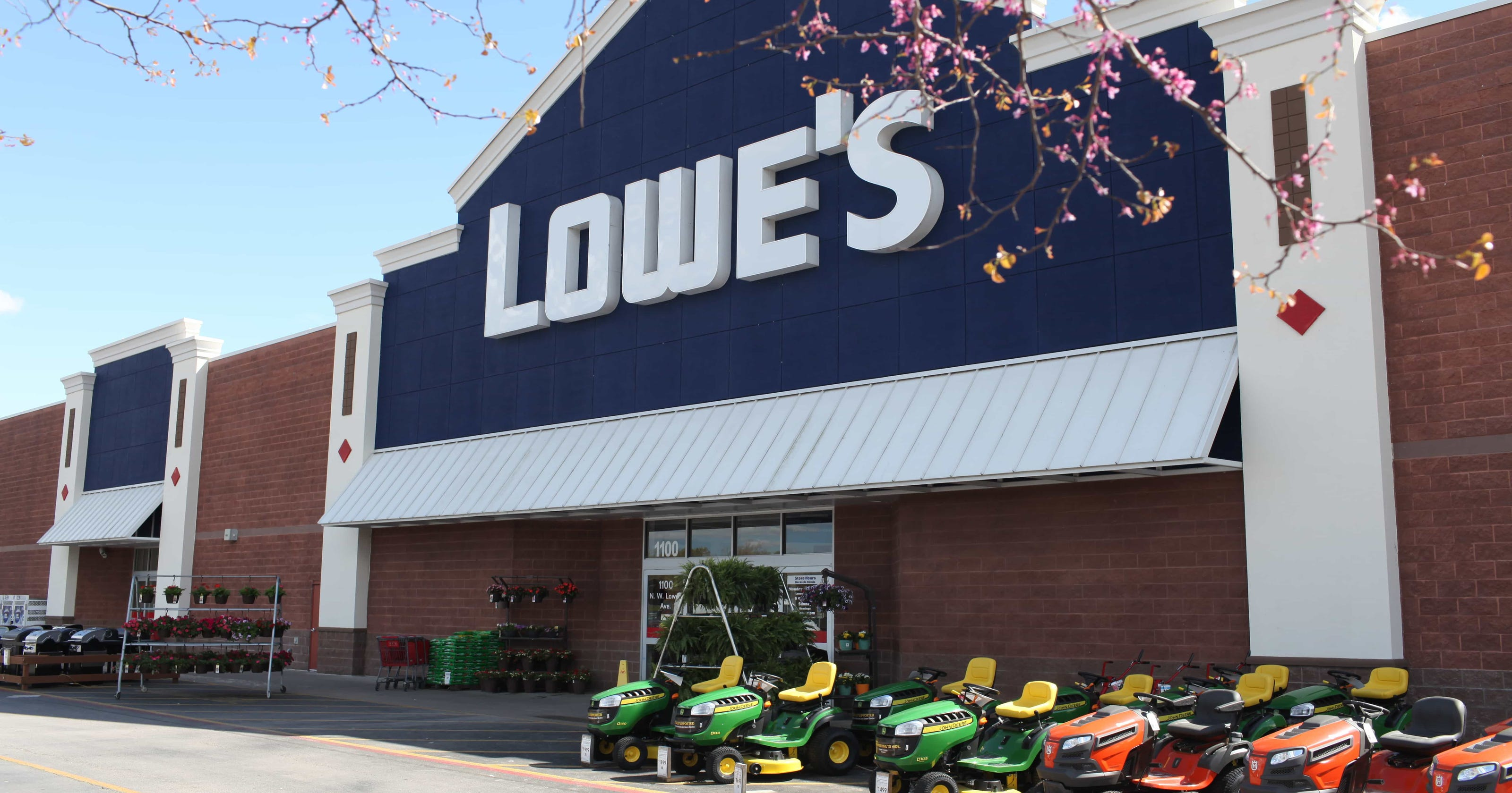 Lowe's layoffs: Home-improvement chain cutting thousands of