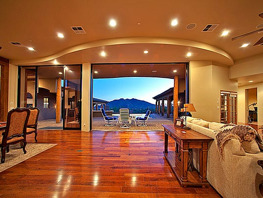 Living in luxury top features in million dollar homes for Luxury single story homes