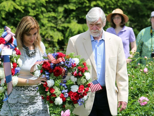 Manuela and David Roosevelt place a wreath on behalf
