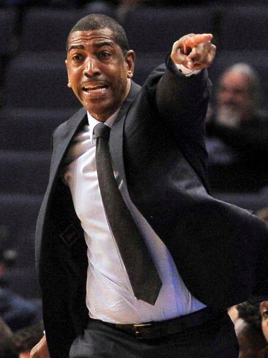 NCAA Basketball: Connecticut at Memphis