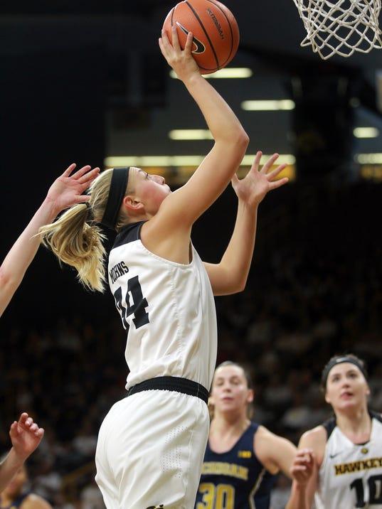 636503367522954745-171231-07-Iowa-vs-Michigan-womens-basketball-ds.jpg