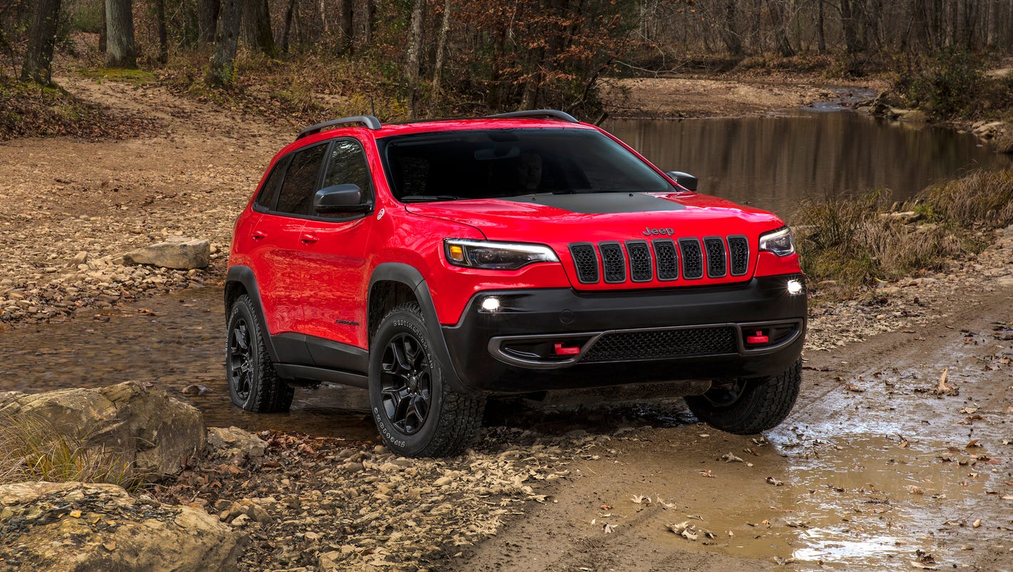 2019 Jeep Cherokee gets a new turbo option in refresh on display at Detroit auto show