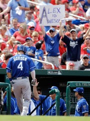 Even in Cardinals country, Royals fans make themselves