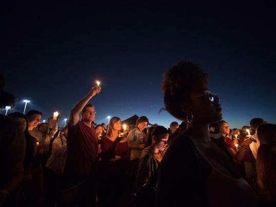 636543886342089824-Florida-school-shooting-vigil.jpg