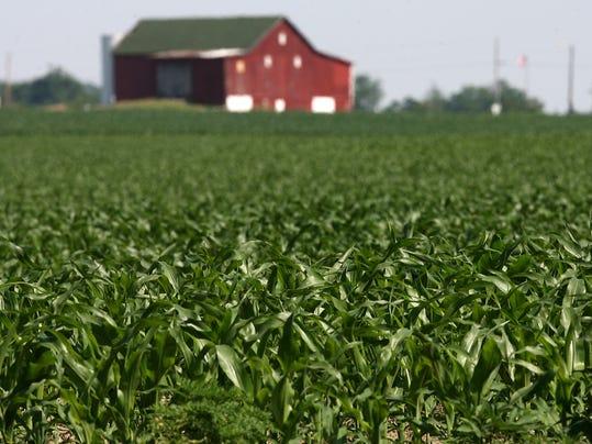 -RCHBrd_07-06-2014_RCH_1_C003~~2014~07~05~IMG_vilsack_corn.jpg_1_1_OR7R4UAL_.jpg