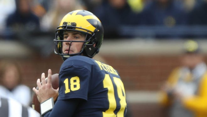 Michigan's Brandon Peters looks to pass against Rutgers in the third quarter Saturday, Oct. 28, 2017 at Michigan Stadium.