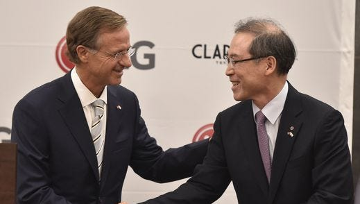 Gov. Bill Haslam shakes hands with Dan Song, new head of LG Electronics' appliance division.