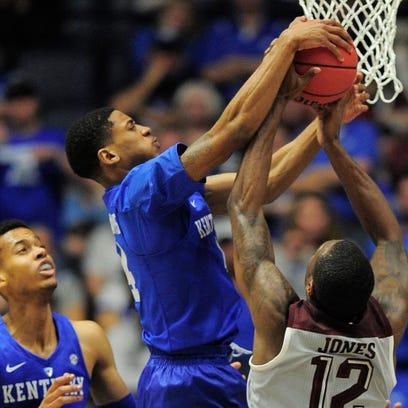 Kentucky guard Charles Matthews (4) defends a shot