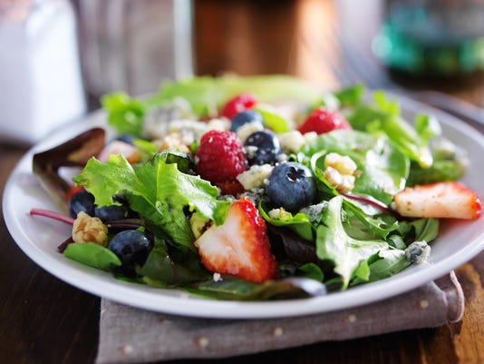 mesclun mix salad with berries