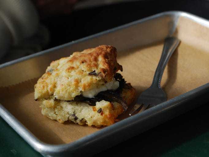 Trademark tastes of mississippi 39 s gulf coast for Table 52 goat cheese biscuits