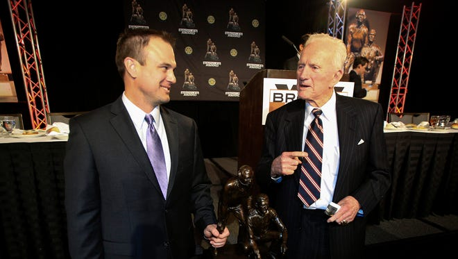 Ohio State offensive coordinator Tom Herman, left, with former Arkansas football coach and athletic director Frank Broyles, won the award for college football's top assistant.