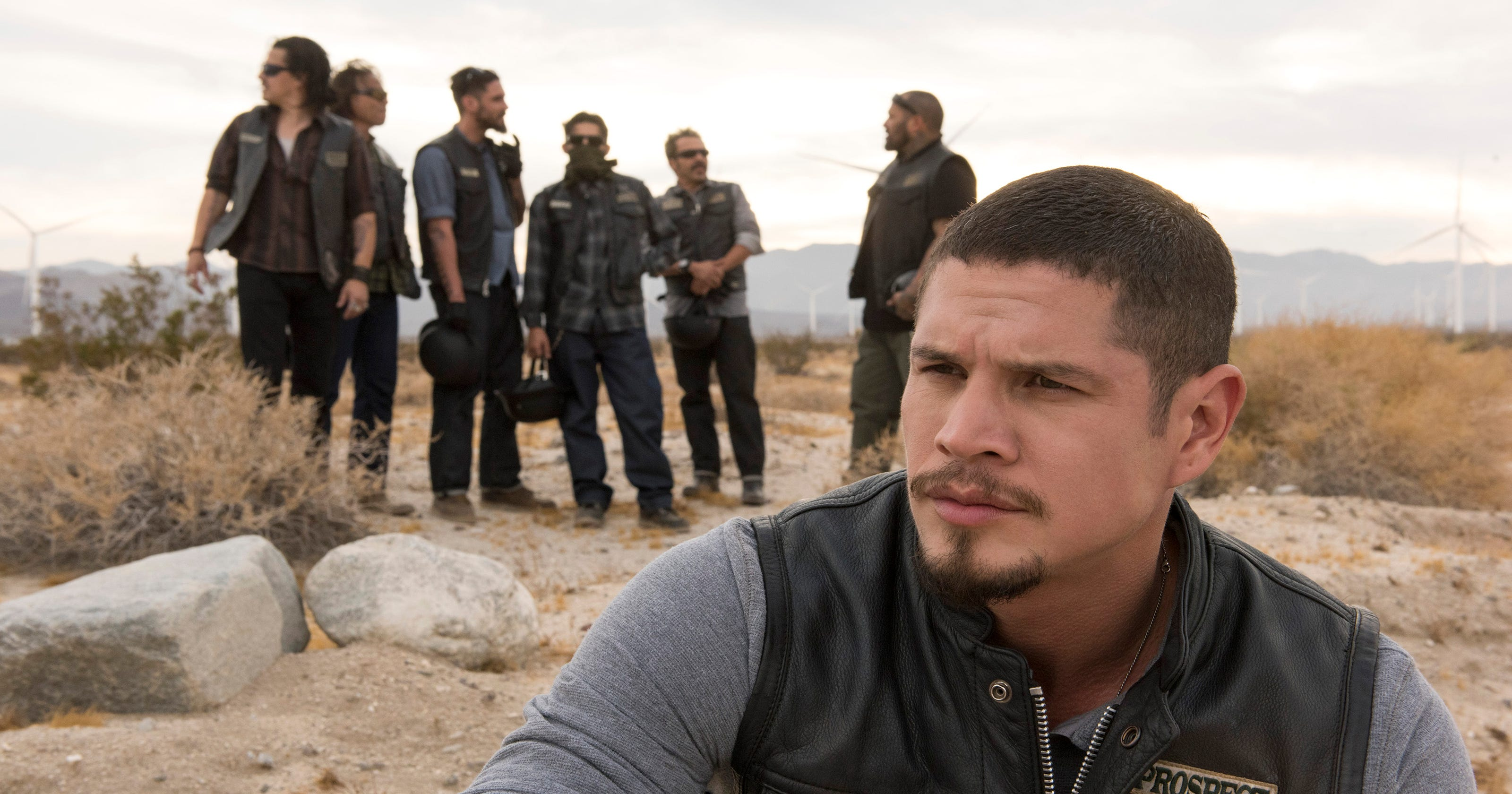 39 sons of anarchy 39 and 39 mayans m c 39 share bond but their. Black Bedroom Furniture Sets. Home Design Ideas