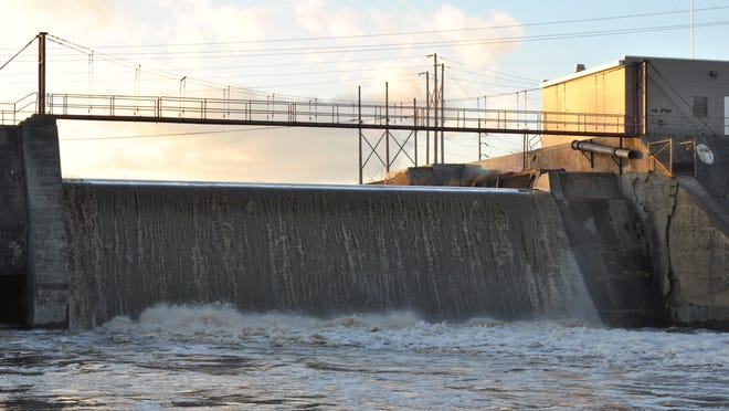 Fremont City Council members and Mayor Jim Ellis debated Thursday what the true scope of MWH Constructor's work should have been done with its Ballville Dam report. The firm recommended removing the dam, based on costs associated with the project.