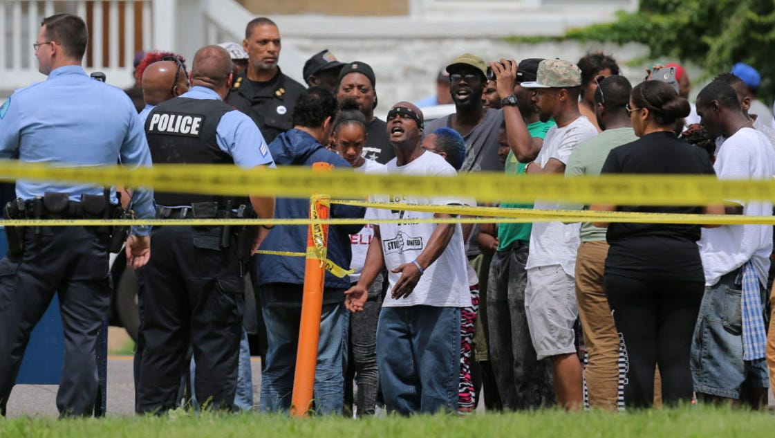 9 arrested in st louis protest over shooting. Black Bedroom Furniture Sets. Home Design Ideas