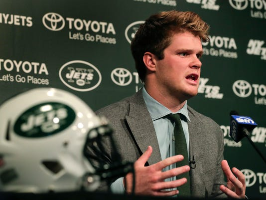 Jets_Draft_Football_47983.jpg