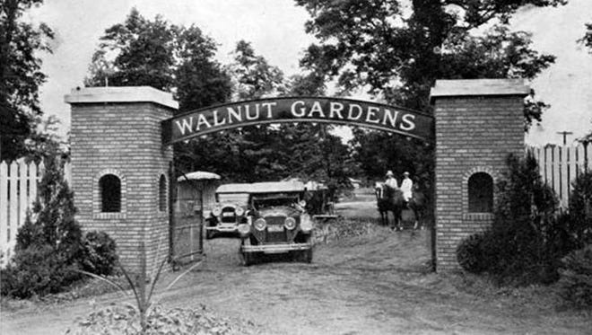 The entrance to Walnut Gardens in 1923.