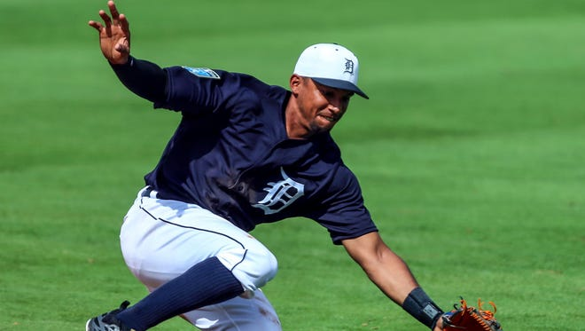 Tigers second baseman Dixon Machado fields a ground ball during the third inning of a spring training game against the Blue Jays on Saturday.
