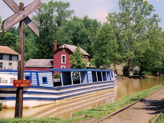 -metamora boat and canal2.jpg_20100506.jpg