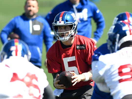 New York Giants quarterback Davis Webb #5 during the last day of mini camp in East Rutherford, NJ on Thursday, April 26, 2018.