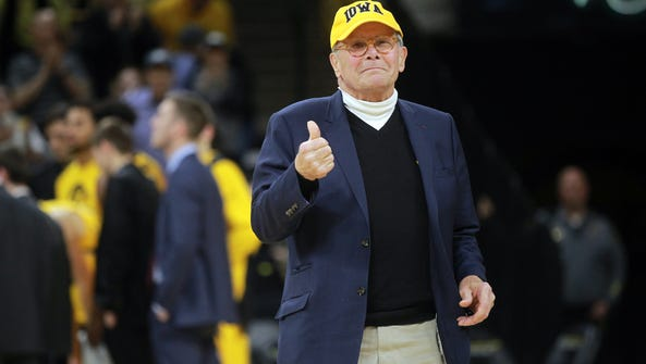 Tom Brokaw is recognized during the Hawkeyes' game