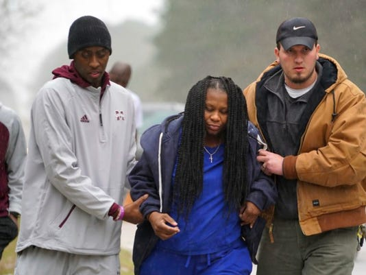 Mississippi State basketball team helps woman after car accident