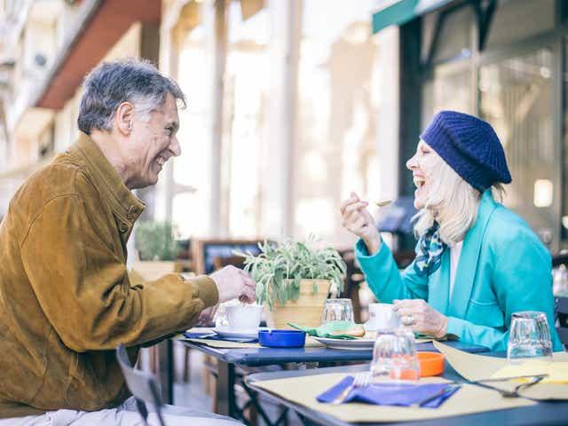 Femeie dating site mai mult de 50 de ani Site ul de dating Inchallah