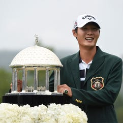 Danny Lee with the winners trophy at The Old White