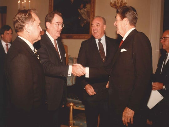 Bob Gable shakes hands with President Ronald Reagan.